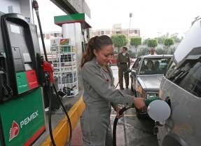 ¿Cómo es el trabajo de despachadora de gasolina?