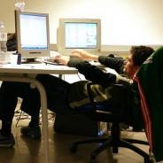 Todo el día frente a la computadora… ¿Y tus hombros?